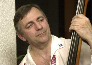 Lubomír Nevyhoštěný - kontrabas, violoncello, kytara